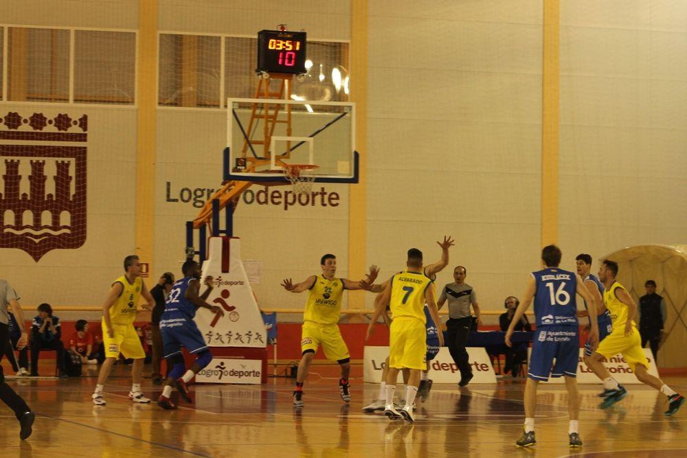 En este partido, los jugadores del MyWiGo Valladolid vistieron de amarillo