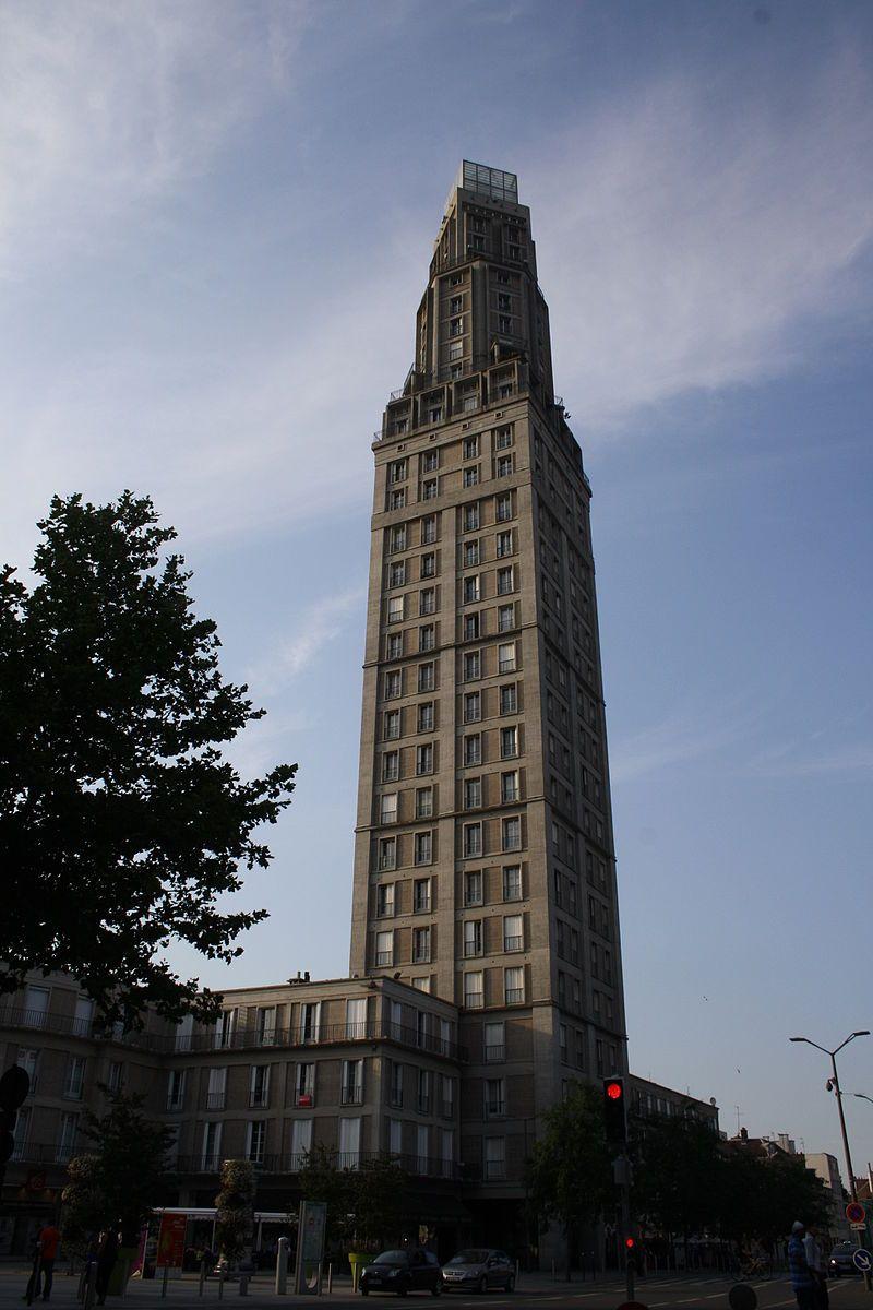 Amiens Tour Perret.JPG Cet édifice est répertorié dans la base Mérimée, base de données sur le patrimoine architectural français du ministère de la Culture, sous la référence IA80000177.