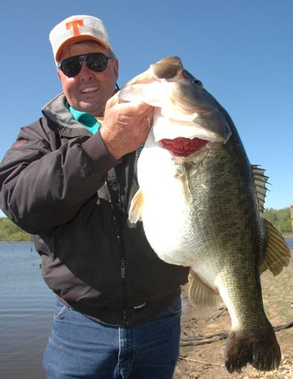 14 lbs bill dance 39 s biggest bass trophy bass for Bill dance fishing