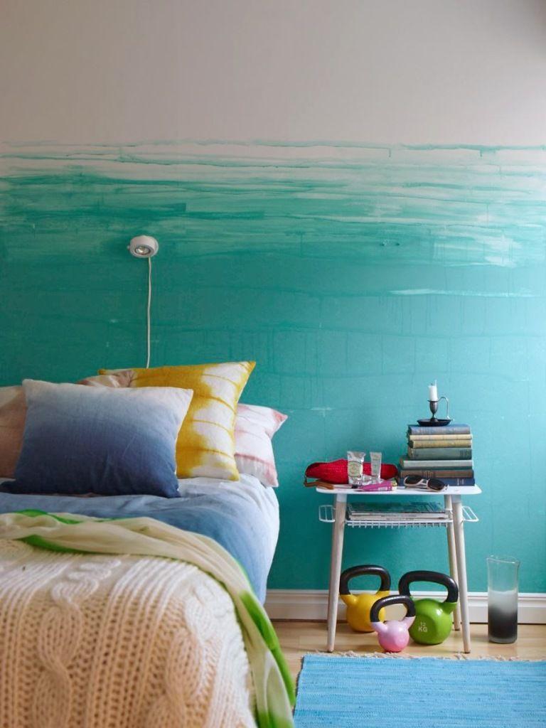 wand streichen in farbpalette der wandfarbe blau blaue wand schlafzimmer inspiration und teppiche. Black Bedroom Furniture Sets. Home Design Ideas