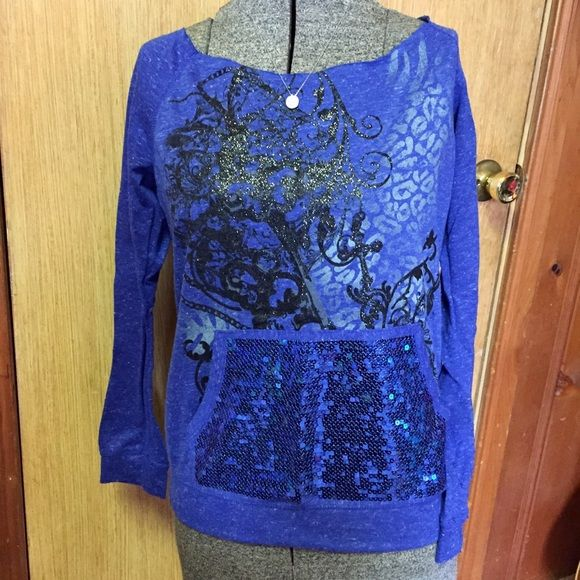 Rue 21💥Blue Sequin Top Blue sequin leopard hoodie top with black sparkle design.  Has no hood but has the front pocket for hands just like on a hooded sweat shirt. Wider on the shoulder and size small in juniors. Beautiful top from Rue 21 😍 Rue 21 Tops