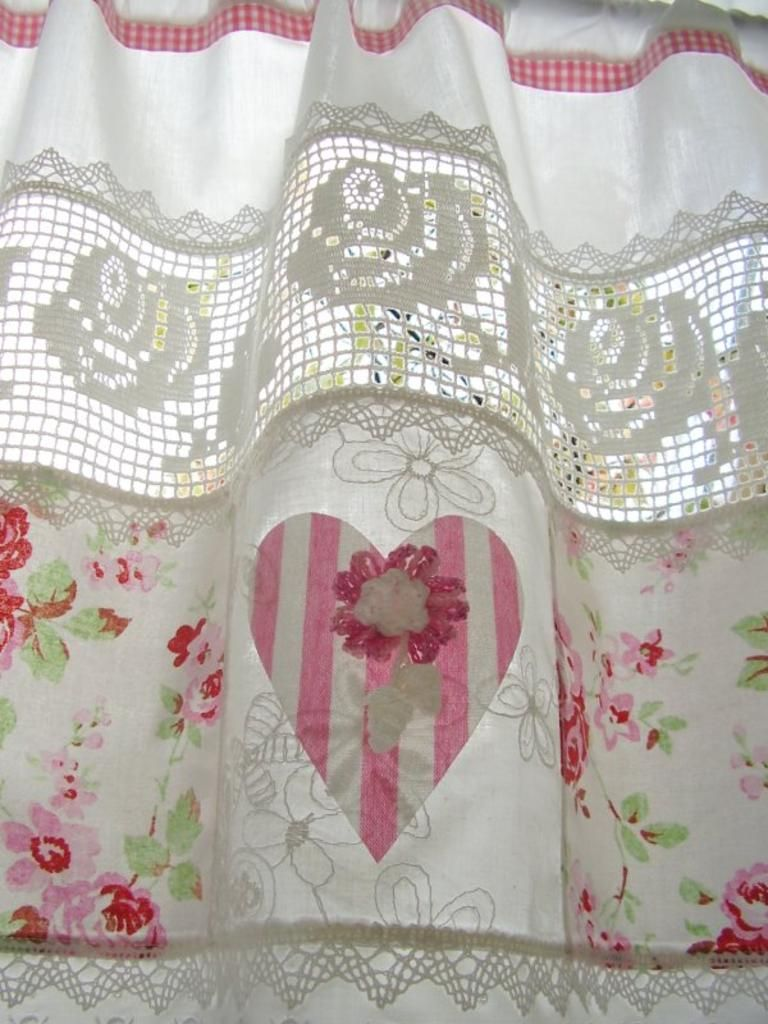 shabby chic curtains with soft pink flowers shabbychic hearts pinterest gardinen. Black Bedroom Furniture Sets. Home Design Ideas