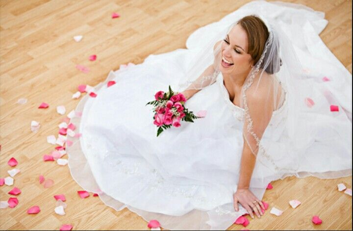 Pin By Sarah Tidd On Wedding Picture Ideas Wedding Gown Preservation