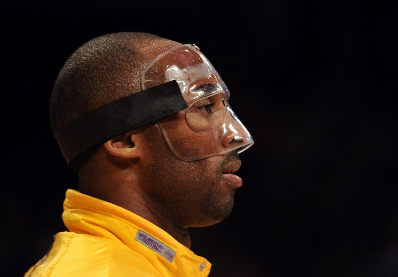 Who Invented The Plastic Basketball Face Mask Kobe Bryant Kobe Bryant La Lakers Kobe Bryant Black Mamba