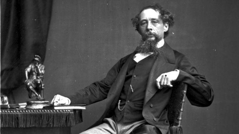 Tijolos encarnados, tijolos encardidos: Dickens sobre as cidades industriais – Observador