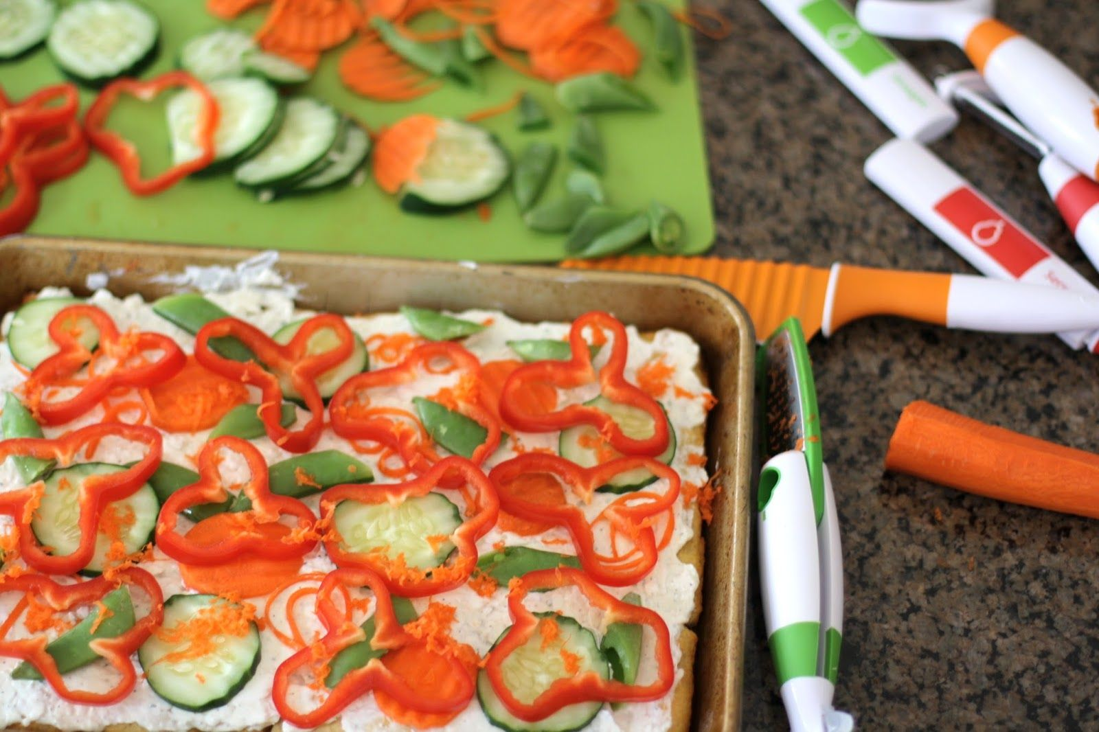 EASY GARDEN VEGETABLE PIZZA: Butter With A Side of Bread #CreateWithCrisp