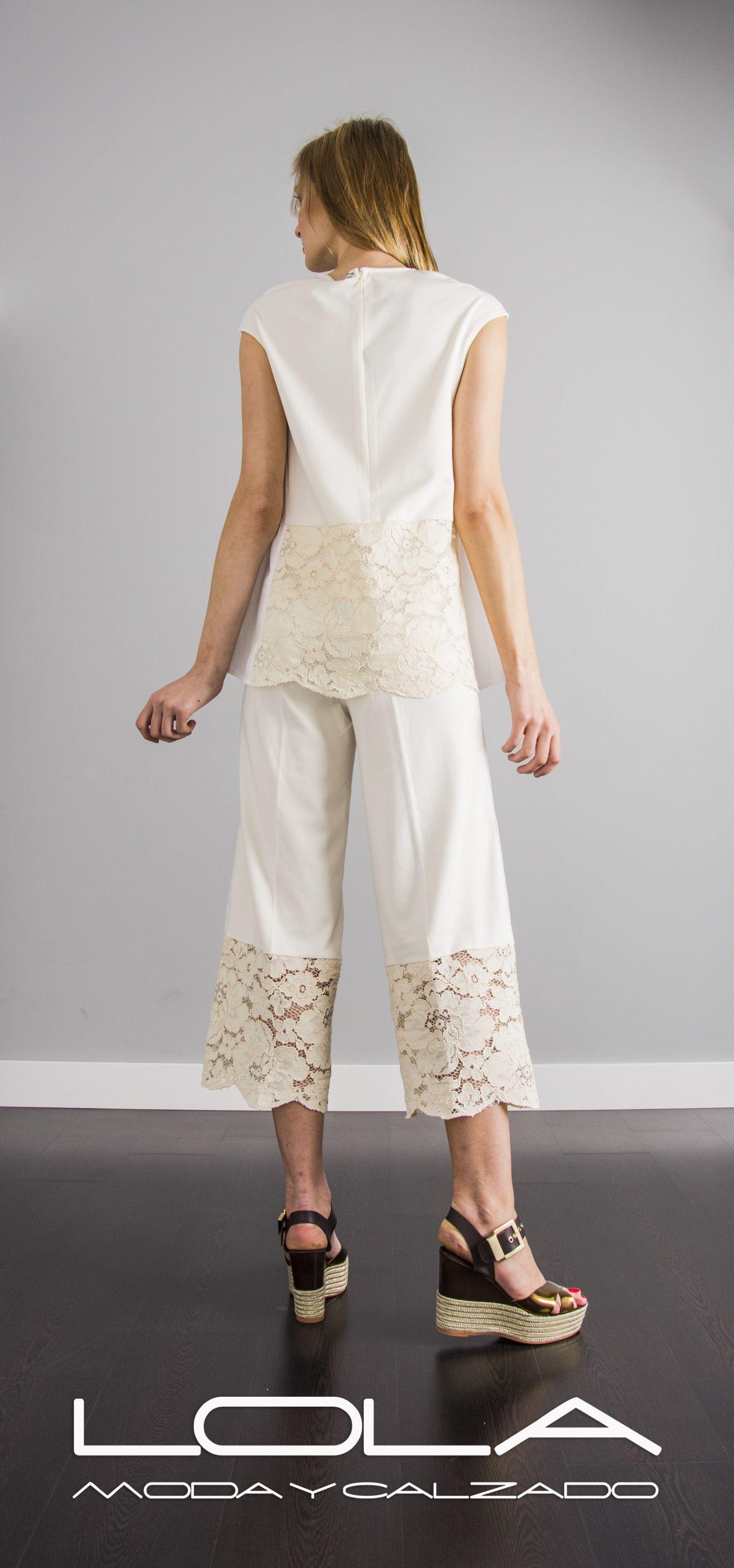 Los conjuntos más frescos, la manera más elegante de combatir el calor.  Pincha este enlace para comprar tu conjunto TWIN SET en nuestra tienda on line:  http://lolamodaycalzado.es/primavera-verano-17/1376-twin-set-7291.html