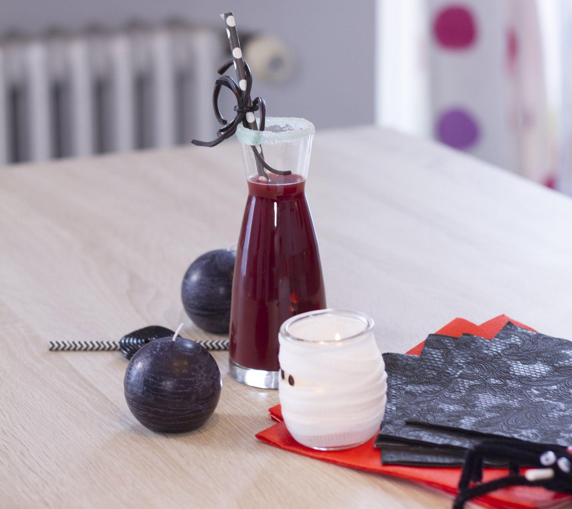 #Cocktail : Vous voulez épater vos invités pour #Halloween ? Voici un breuvage 100% sanguinaire à base de fraise ! Terrifiant, non ?