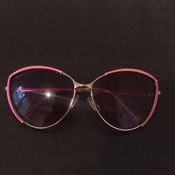 Cute pair of sunglasses with pink rim/pink tint Adorable sunglasses with pink rim on top and a pink tint shade! Excellent condition, only used once Accessories Glasses #pinkrims Cute pair of sunglasses with pink rim/pink tint Adorable sunglasses with pink rim on top and a pink tint shade! Excellent condition, only used once Accessories Glasses #pinkrims