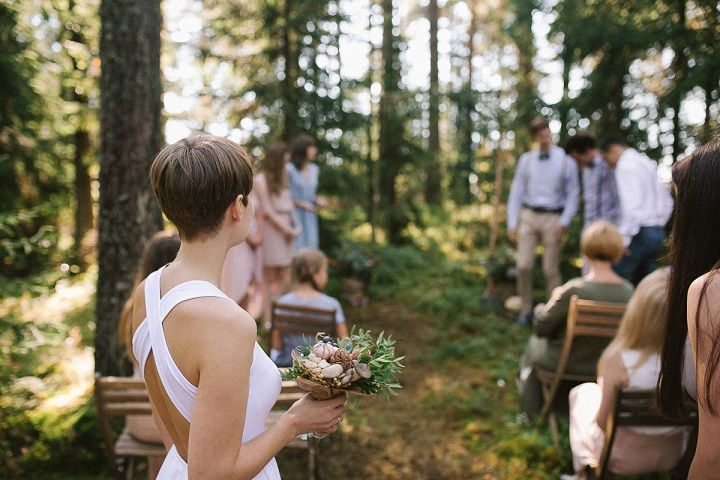 Neutral eco friendly wedding in the forest | Bride wears crossing back short wedding dress | fabmood.com #wedding #neturalwedding #ecofriendlywedding #weddingdress