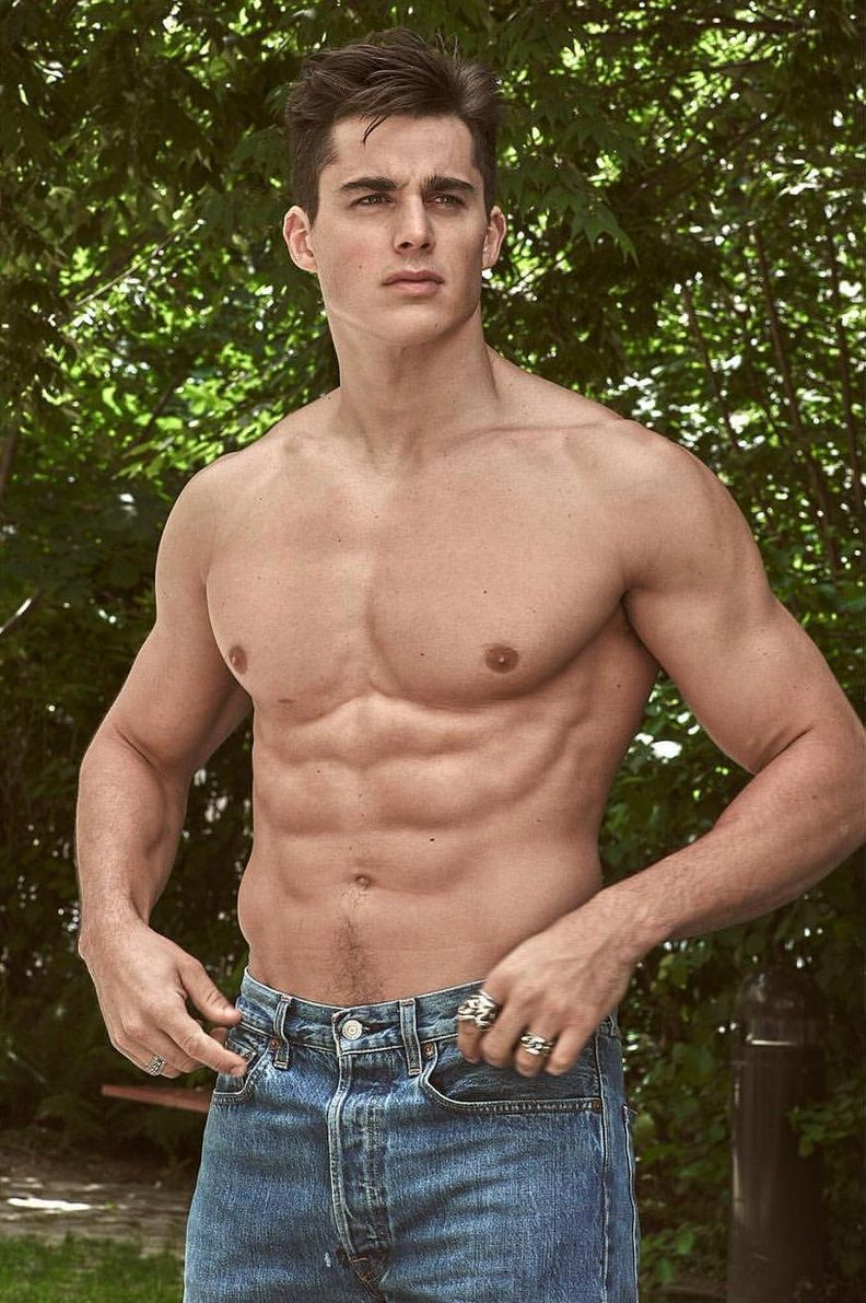 X Factors Leon Jackson has become an absolute hotty with