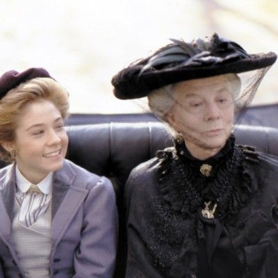 Anne Shirley And Mrs Harris Played By Megan Follows And Wendy