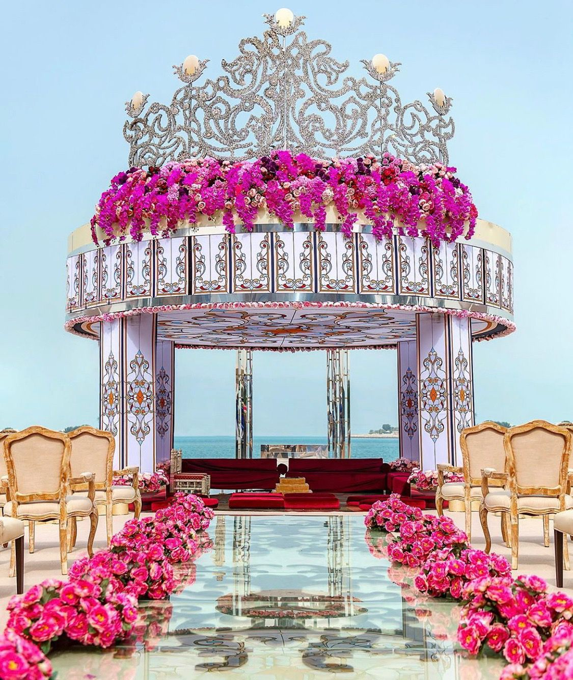 Now This Is What You Call Extravagance Decor And