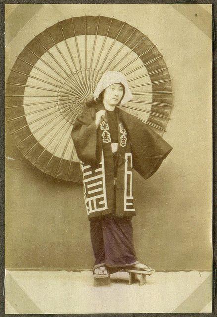 Japan+&+Umbrellas,+1860-1910+(3).jpg (438×640)