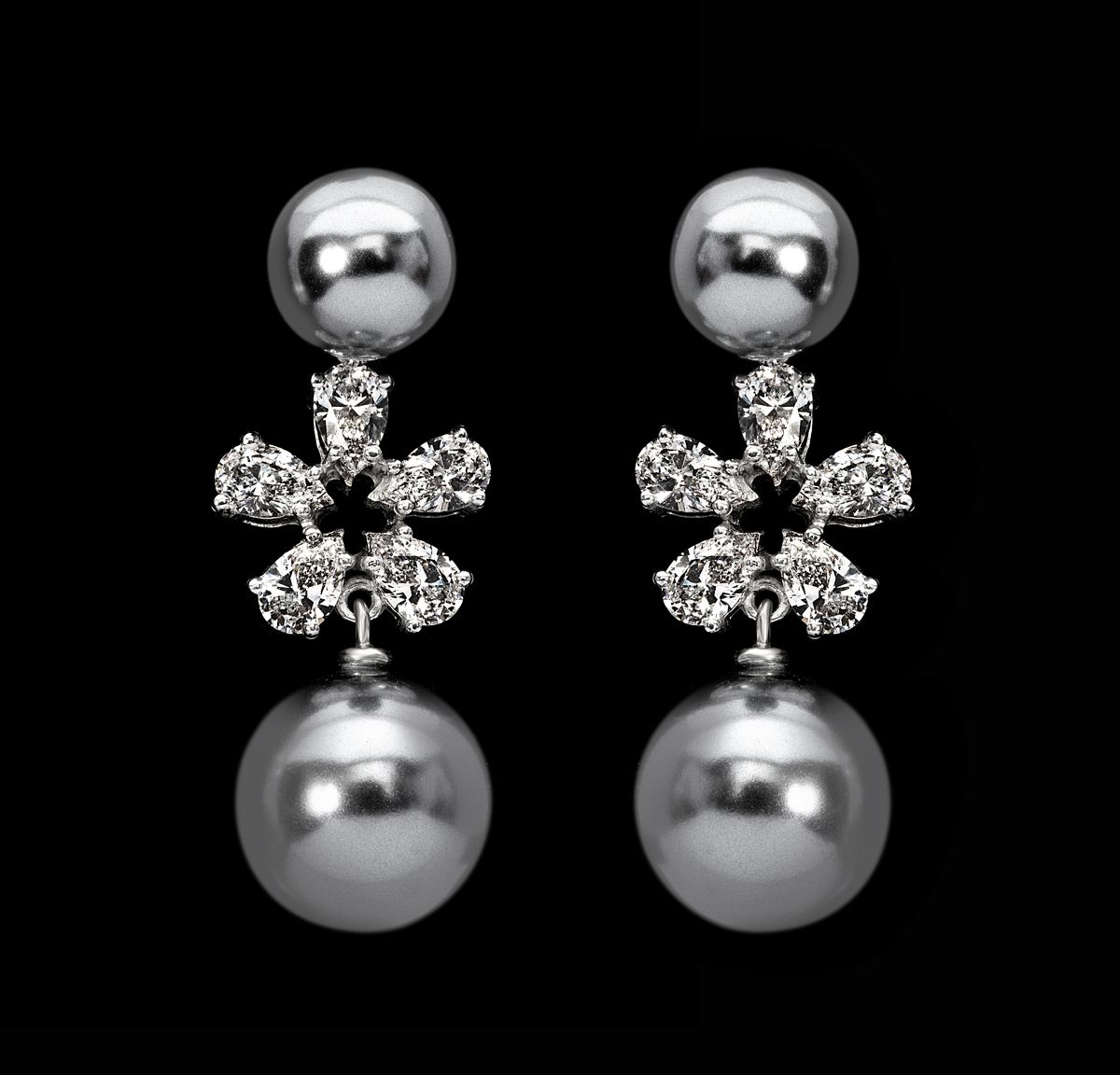 #Vintage meets #fashion! This pair of #DiosabyDarshanDave #earrings showcases black Korean pearls intricately linked to pear-shaped #SwarovskiZirconia in minimal #SterlingSilver setting. The perfect #accessory for a stylish outfit! #makeeverydaybrilliant #jewellery #finejewellery #traveljewellery #weddings #fashionwear #preciousjewellery #luxejewellery  #dailywear #workwear #casualwear #destinationweddings #bridalwear #womansnewbestfriend