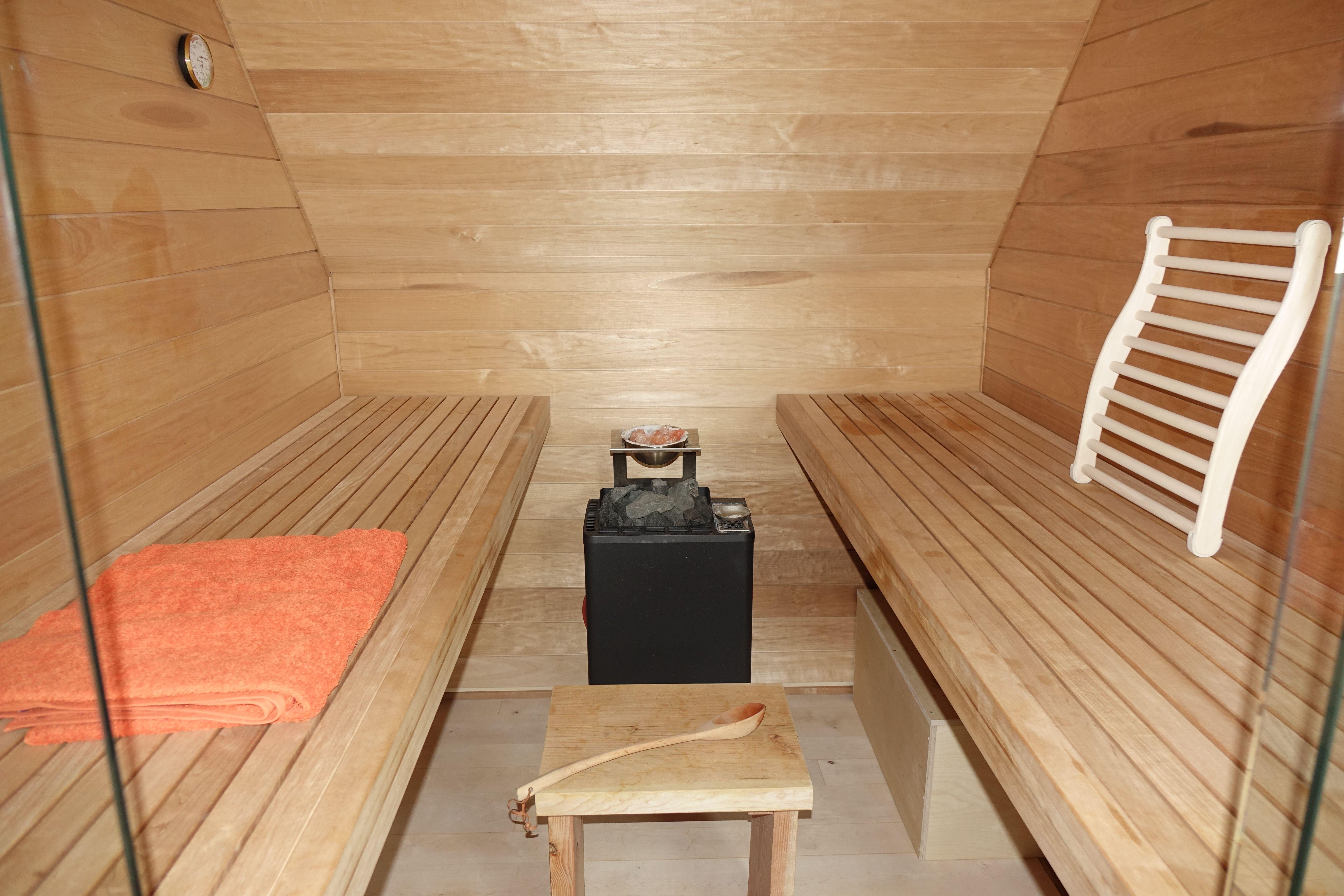 VOGEL Wohn(t)äume In Holz   Sauna Auf Kleinem Raum In Dachschräge  Eingepasste
