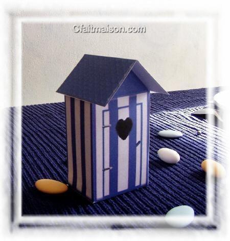 cabine de plage en carton servant de bo te drag es. Black Bedroom Furniture Sets. Home Design Ideas