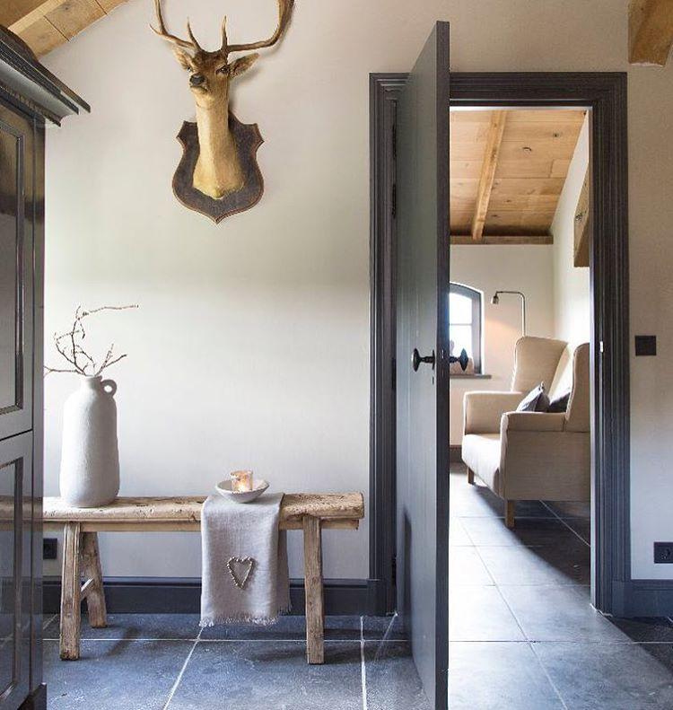 Deze kleurencombinatie blijft prachtig antraciet zacht grijs en de combi met hout frieda - Rustieke eetkamer decoratie ...