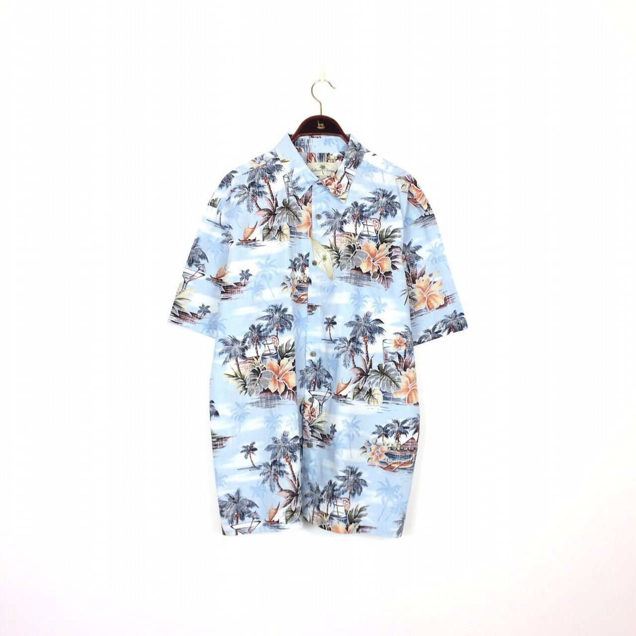 cd051c4e5e4e This is a seriously bang on 90s vintage hawaiian shirt and a - Depop