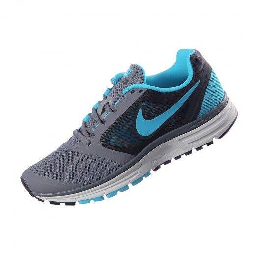 6aed88dffba4 Corre entre las nubes con el calzado para mujer Nike Zoom Vomero + 8  gracias a su pisada extremadamente suave