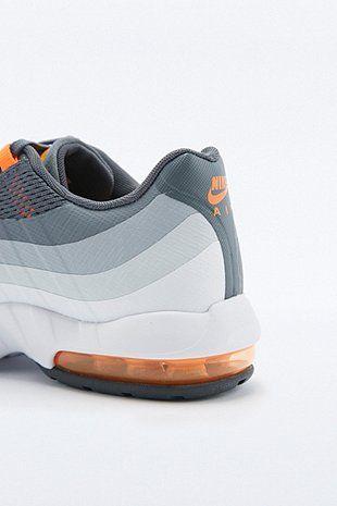 more photos 0c7b5 4db57 Nike - Baskets Air Max 95 grises et orange - Urban Outfitters