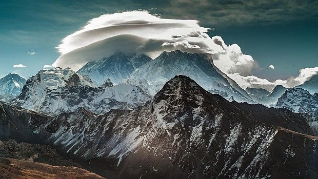 Mountains Scenery Clouds Nature FREE Tablet & Smartphone Wallpaper