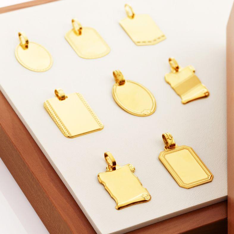 Recuerda una fecha o un nombre especial en las medallas en oro de Argyor. Podrás grabar ese momento único para toda la vida.