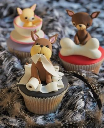 Perritos ♥ Planet Cake ♥ http://www.theinternetchef.biz/4080/how-to-become-a-cupcake-decorating-machine