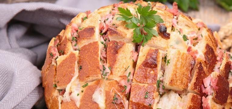 pao-recheado-com-bacon-e-4-queijos