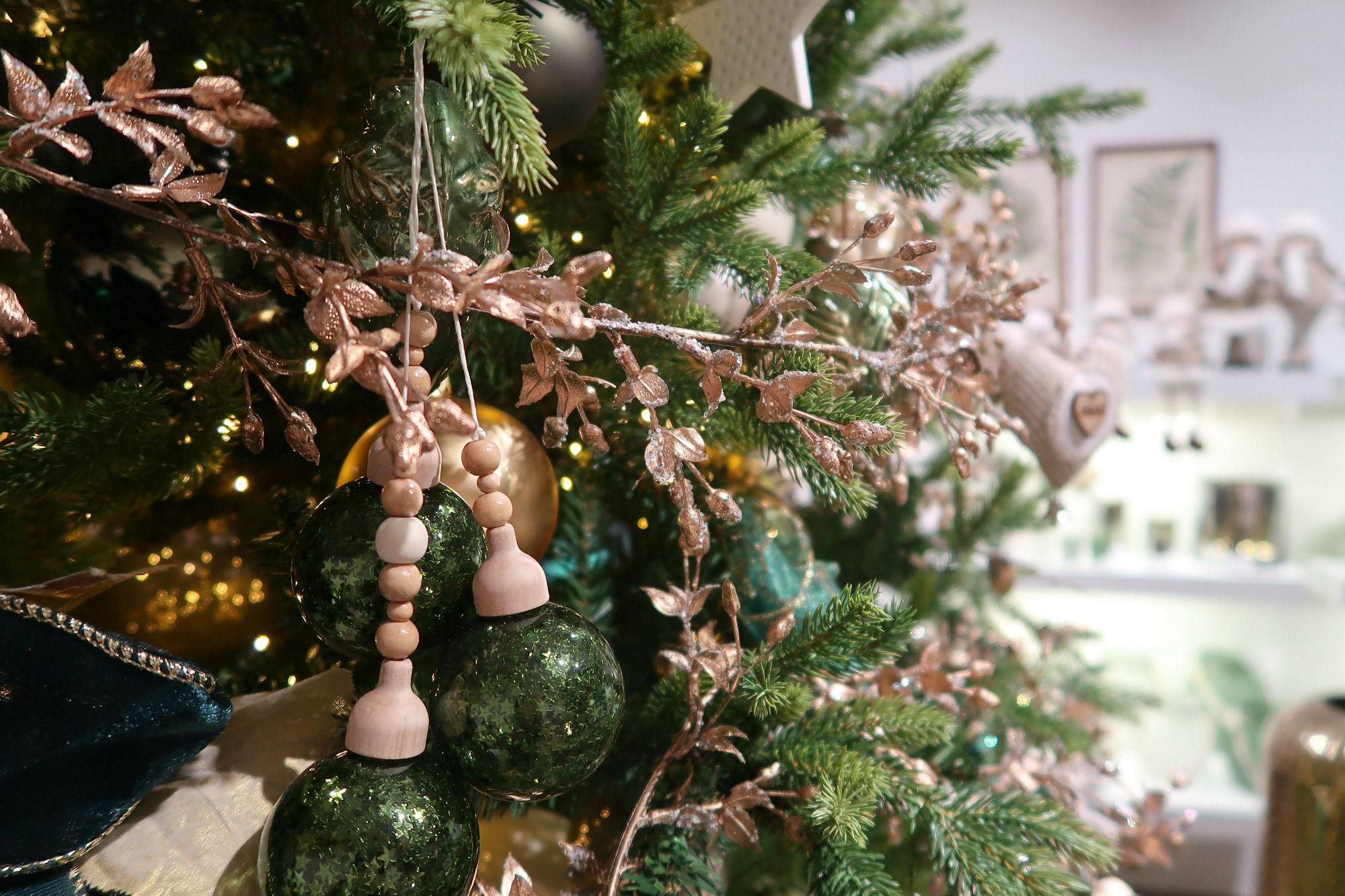 Je kerstboom versieren als een pro? 11 tips van stylisten! - Christmaholic #kerstboomversieringen2019