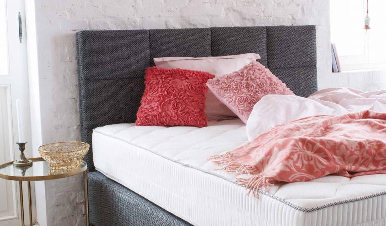 Jakie Lozko Do Sypialni Na Co Zwrocic Uwage Przy Aranzacji Sypialni Abcsypialni Pl Bed Love Seat Furniture