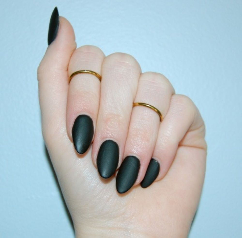 5 Fall Beauty Looks to Wear Right Now | Black almond nails, Almond ...