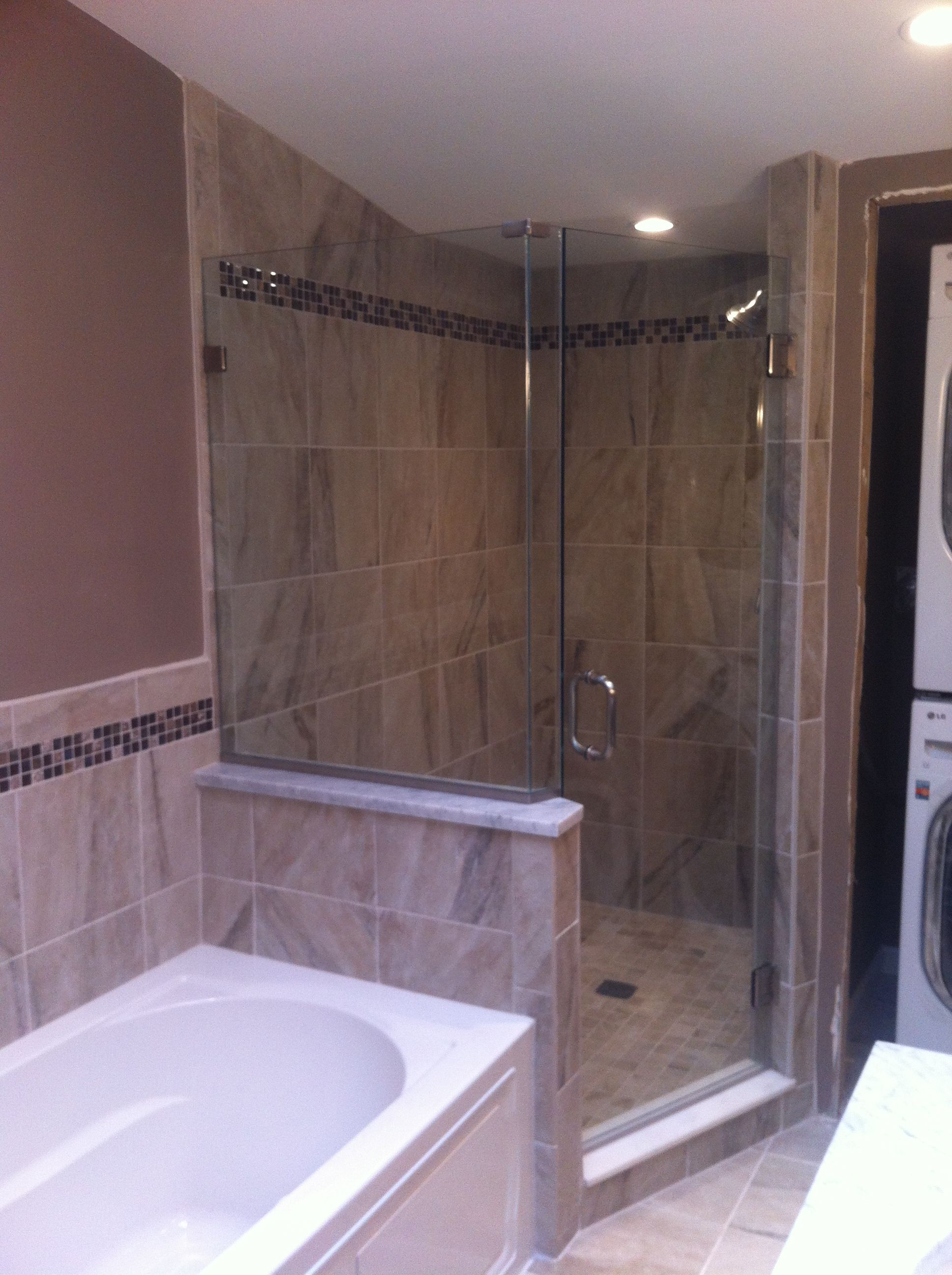 Cozy Bathroom With Delightful Neo Angle Shower: Bathtub With Neo ...
