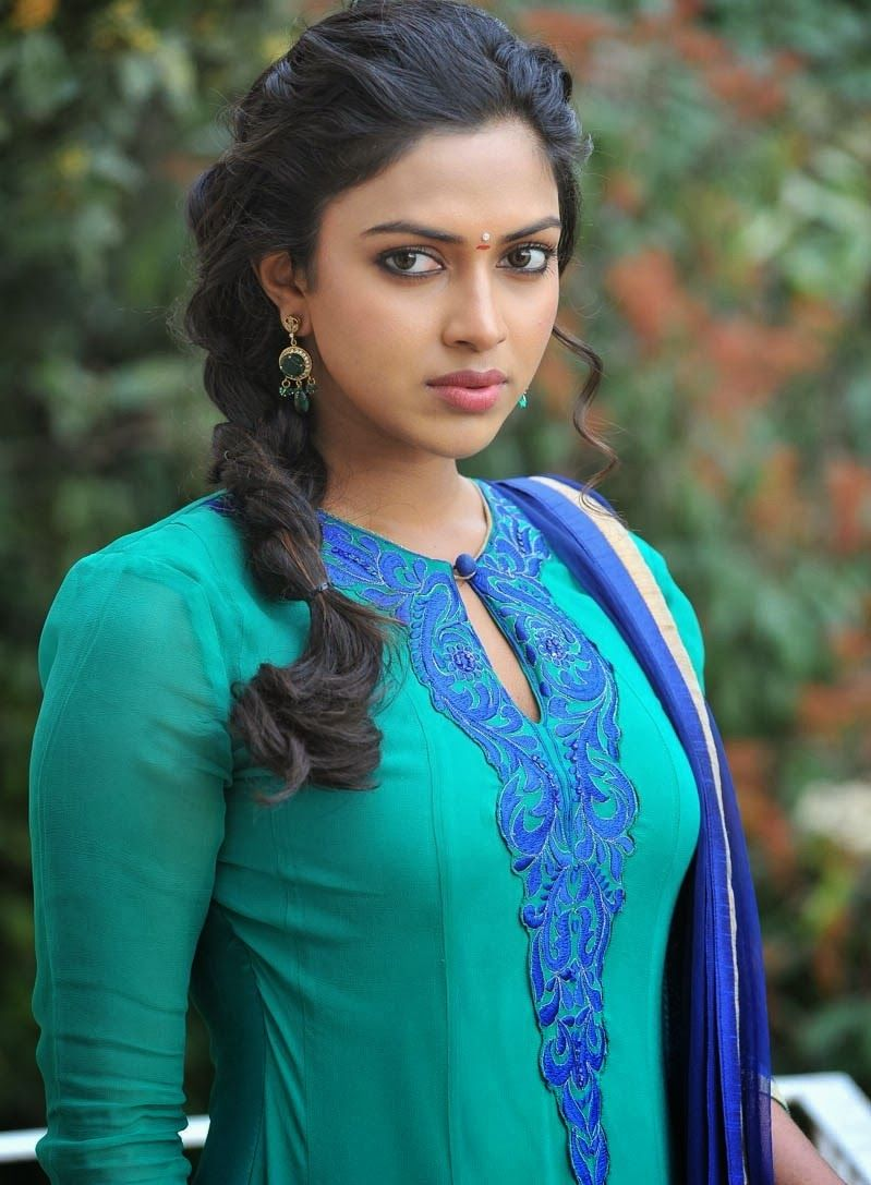 Amala Paul New Hot Hd Photos From Iddarammayilatho Movie