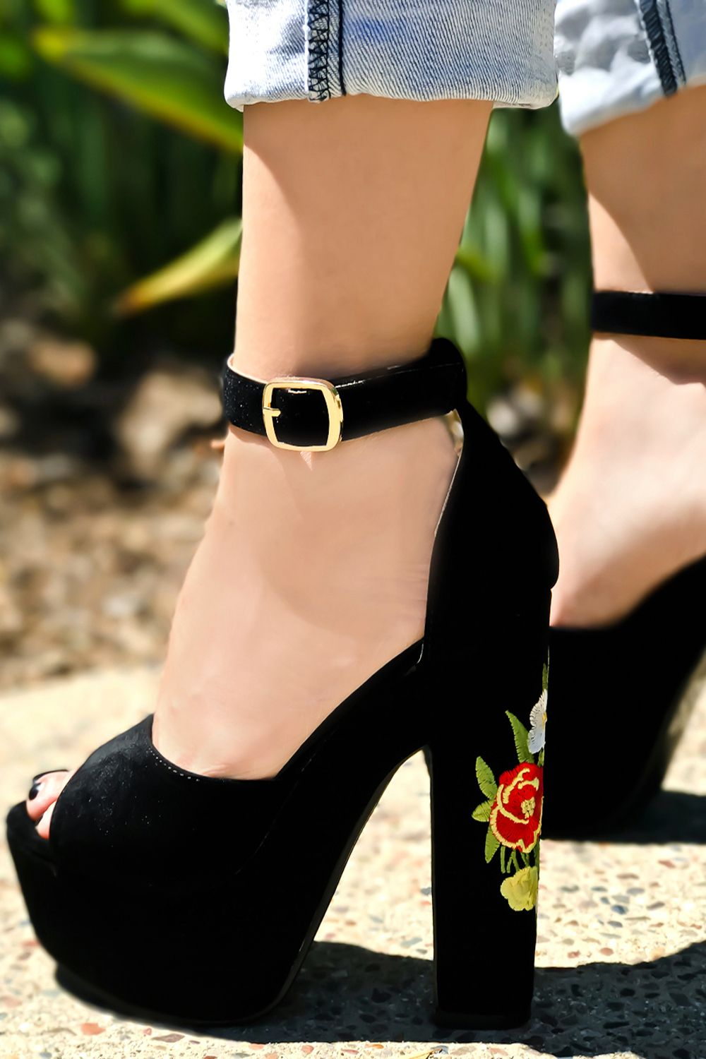 This heels shoes feature a suede leather  4ad9483d8404