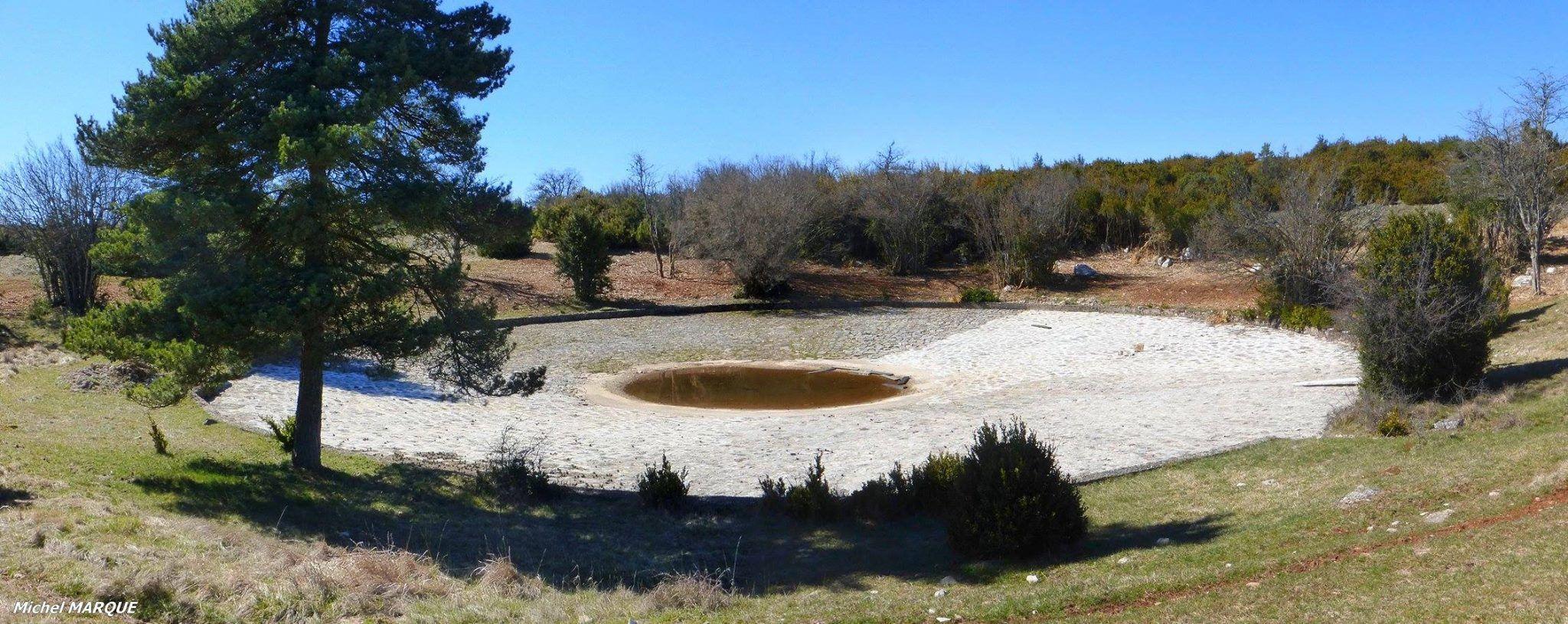 Une lavogne restaurée près de Massegros sur le Sauveterre