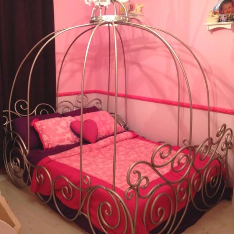 32 Dreamy Bedroom Designs For Your Little Princess: Dreamy Cinderella Carriage Bed Designs For Girls