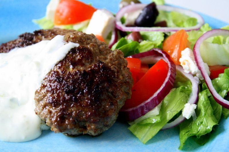 grekiska biffar i tomatsås