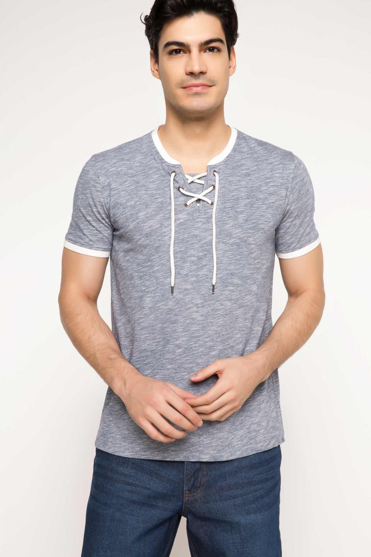 DeFacto Marka Yakası Bağcıklı T-shirt || Trend tasarım ve renkleri, kaliteli kumaşı ile her mevsim gardrobunuzda bulunması gereken DeFacto erkek t-shirt                        http://www.1001stil.com/urun/3333191/yakasi-bagcikli-t-shirt.html?utm_campaign=DeFacto&utm_source=pinterest