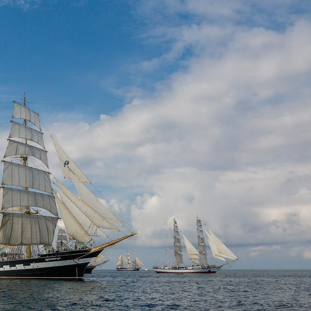 Des Voiliers Du Monde Entier Sont Au Havre Pour Les Grandes Voiles On Vous Attend Au Seul Rassemblement De Voiliers De Cette A Sailing Ships Sea Monsters Boat