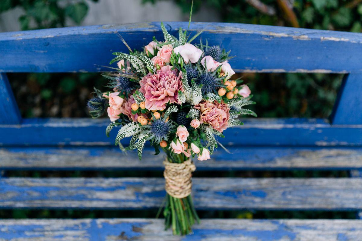 Sommerliche Hochzeit zu Dritt in Blau und Peach | Hochzeitsblog The Little Wedding Corner