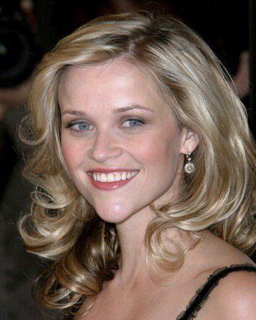 Reese Witherspoon with light ash blond hair. #lightashblonde