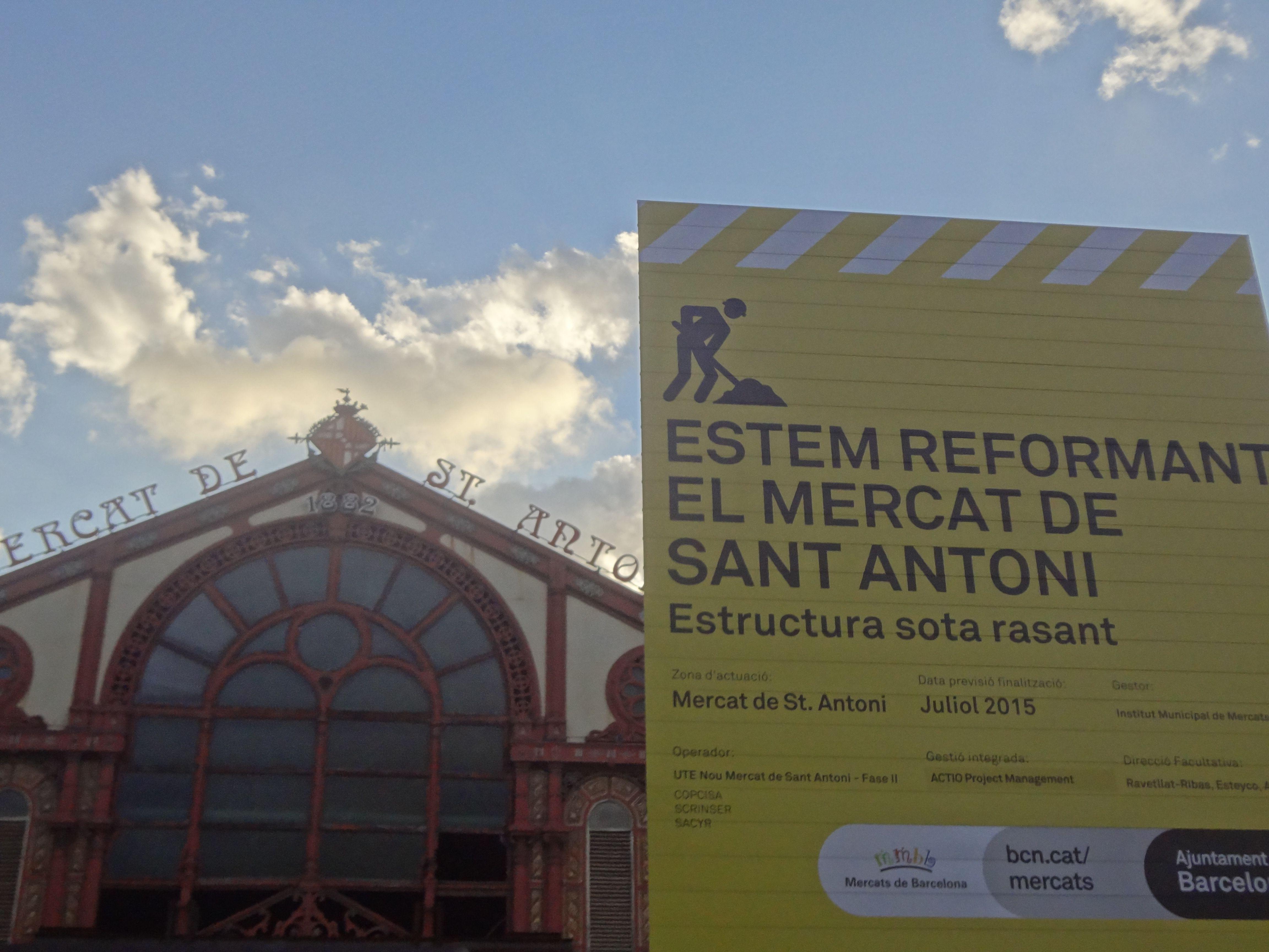 El Mercado de San Antonio es uno de los más importantes y grandes de Barcelona con una extensión que alcanza los 5.214 m². Fue el primer edificio de esas caraterísticas en construirse según el plan original de Ildefons Cerdà ahora en Obras Julio 2014