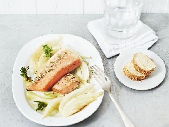 Probieren Sie das leckere Lachsfilet mit Fenchel von EAT SMARTER oder eines unserer anderen gesunden Rezepte!