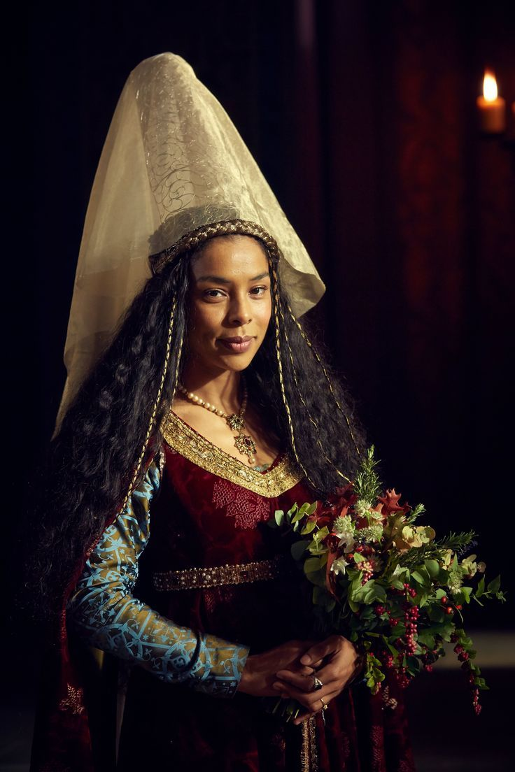 Sophie Okonedo As Queen Margaret Strikes The Duchess Of Gloucester The Hollow Crown Episode 1 Bbc Two The Hollow Crown Sophie Okonedo Medieval Fashion