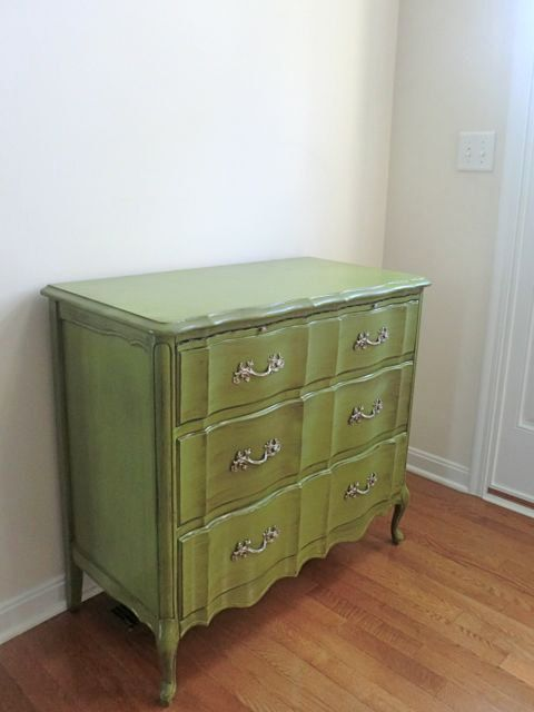Love the vintage style and bright color!