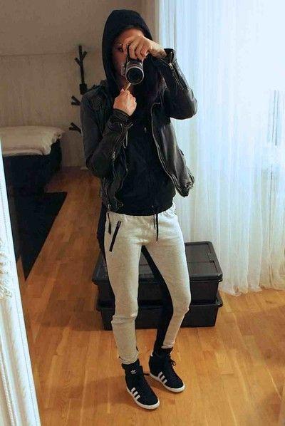 promo code 36f85 d1c74 Outfits con Adidas Superstar negros que todas te querrán copiar
