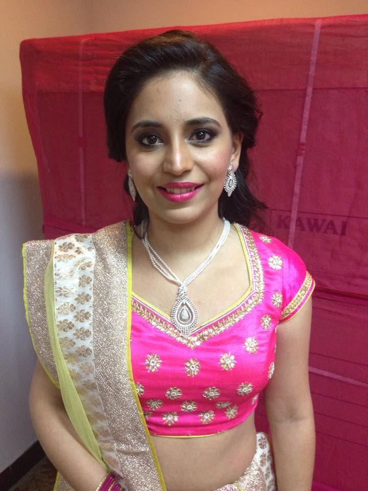Sakshi Malik is offering you Airbrush Makeup in New Delhi at affordable price.it is