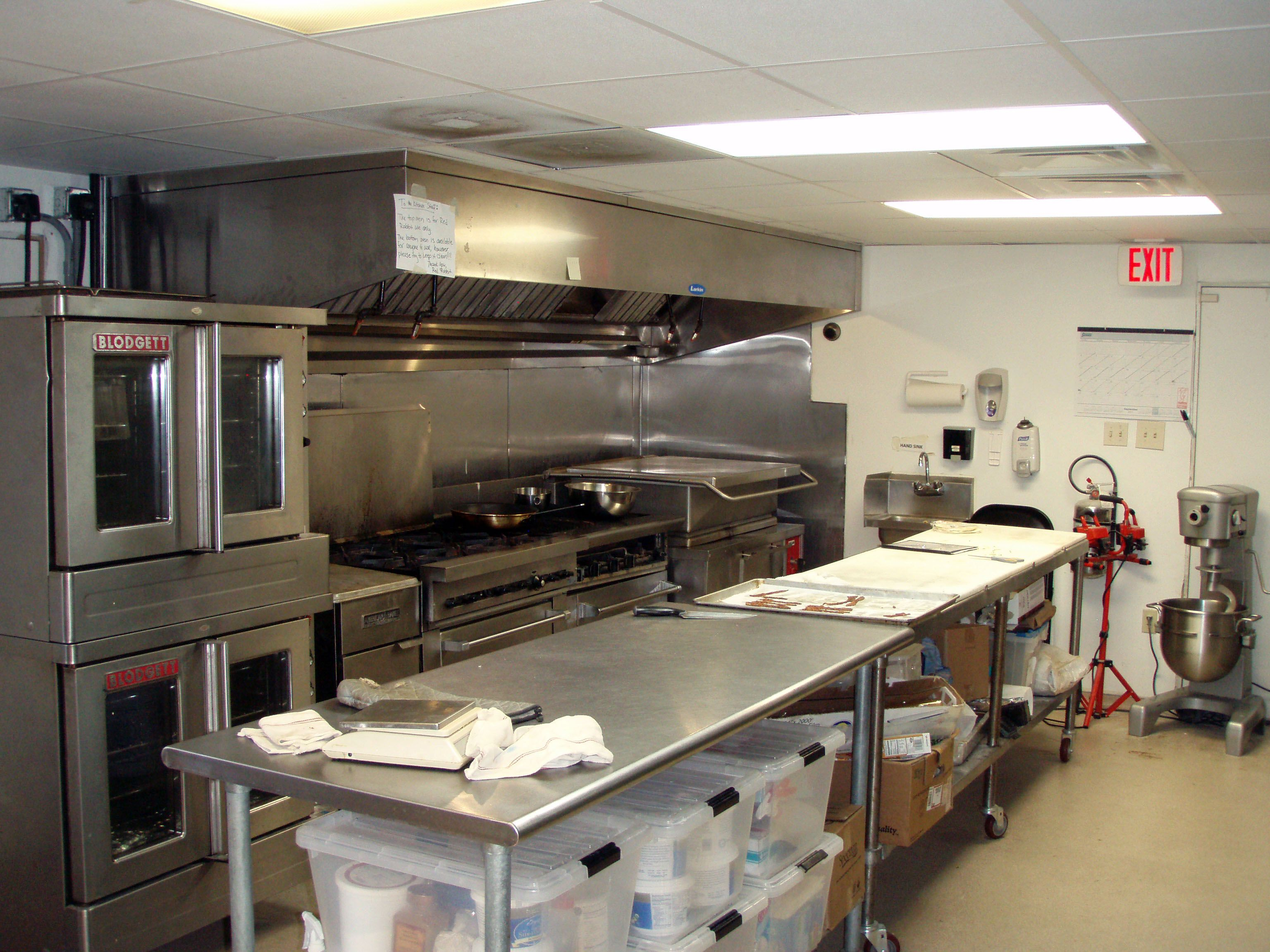 Cook line and prep area Commercial Kitchen design layout ...