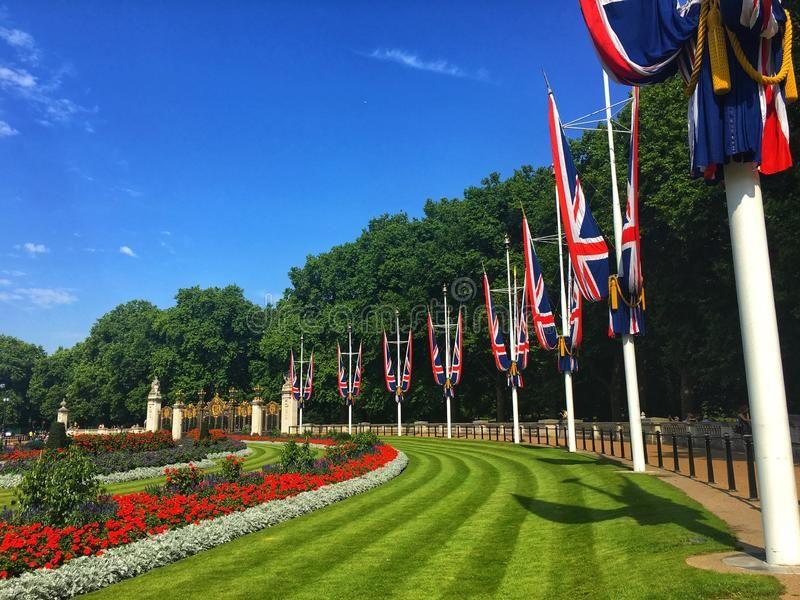 The National Flag Of The United Kingdom London Nearby The Buckingham Palace Sponsored United Kingdom United Kingdom Flag National Flag United Kingdom